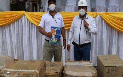 El gobernador Pedro Ubaldo  llevó ayuda a las comunidades de Oxapampa